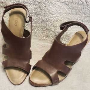 Women's Me Too Brown Leather Wedge